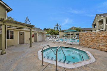 Cross Creek Apartments Community Pool & Hot Tub Jacuzzi