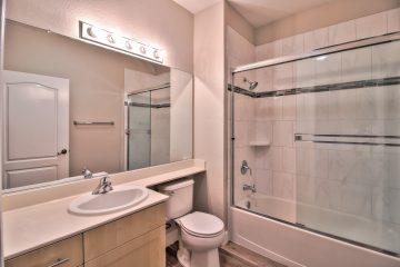 Buckingham Place Apartments Bathroom