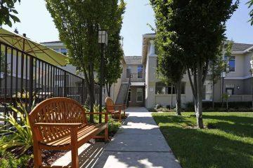 Gemello Village Apartments Outdoor Courtyard & Benches