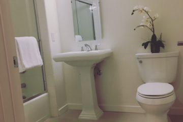 Metro at Showplace Square Apartment Bathroom
