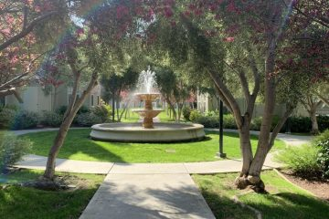 Catalina Apartments Exterior Courtyard & Water Feature