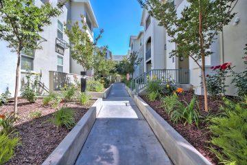 Catalina Luxury Apartments Outdoor Walkway
