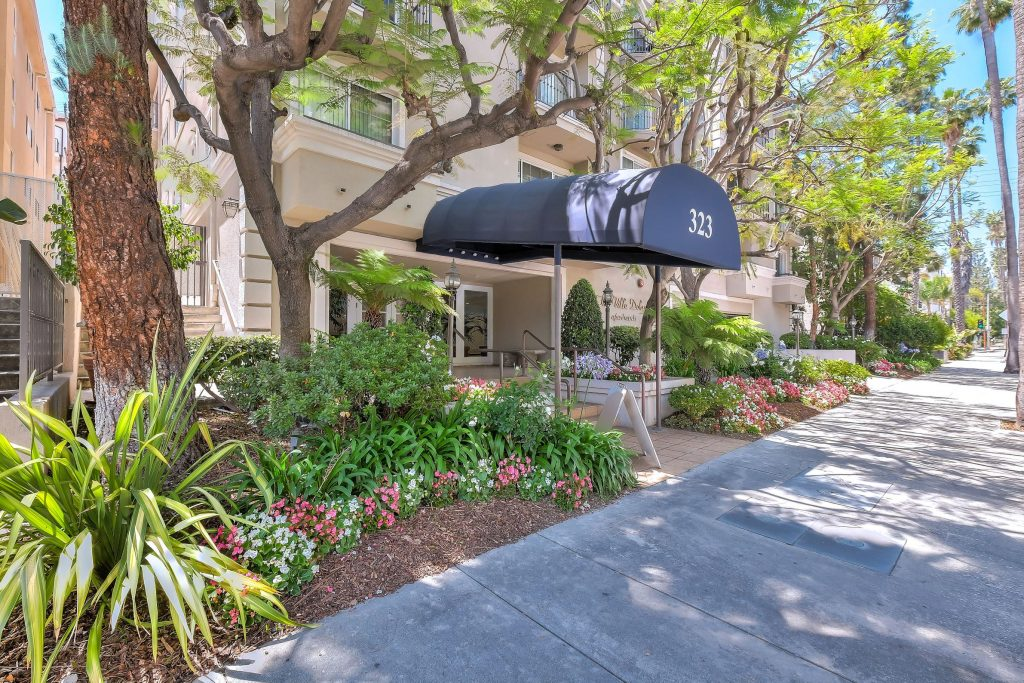 Villa Doheny Apartments in Los Angeles | Units Available Now!