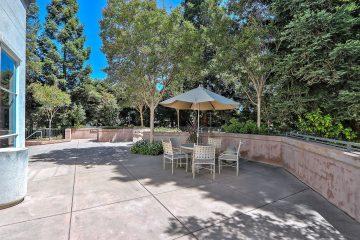 Stevens Creek Villas Outdoor Patio Seating